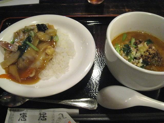 担々麺とハーフ中華丼