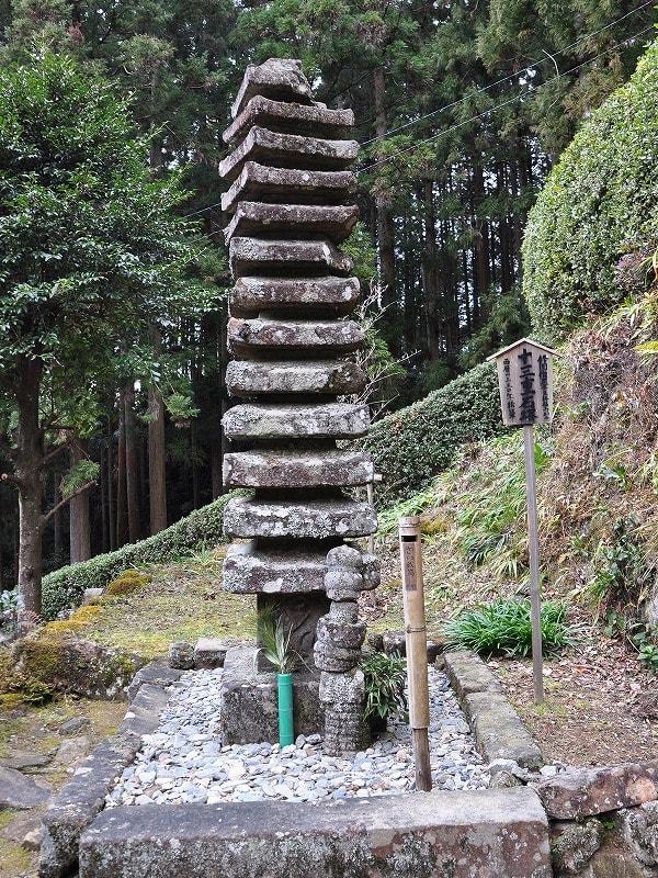 仏隆寺の十三重石塔