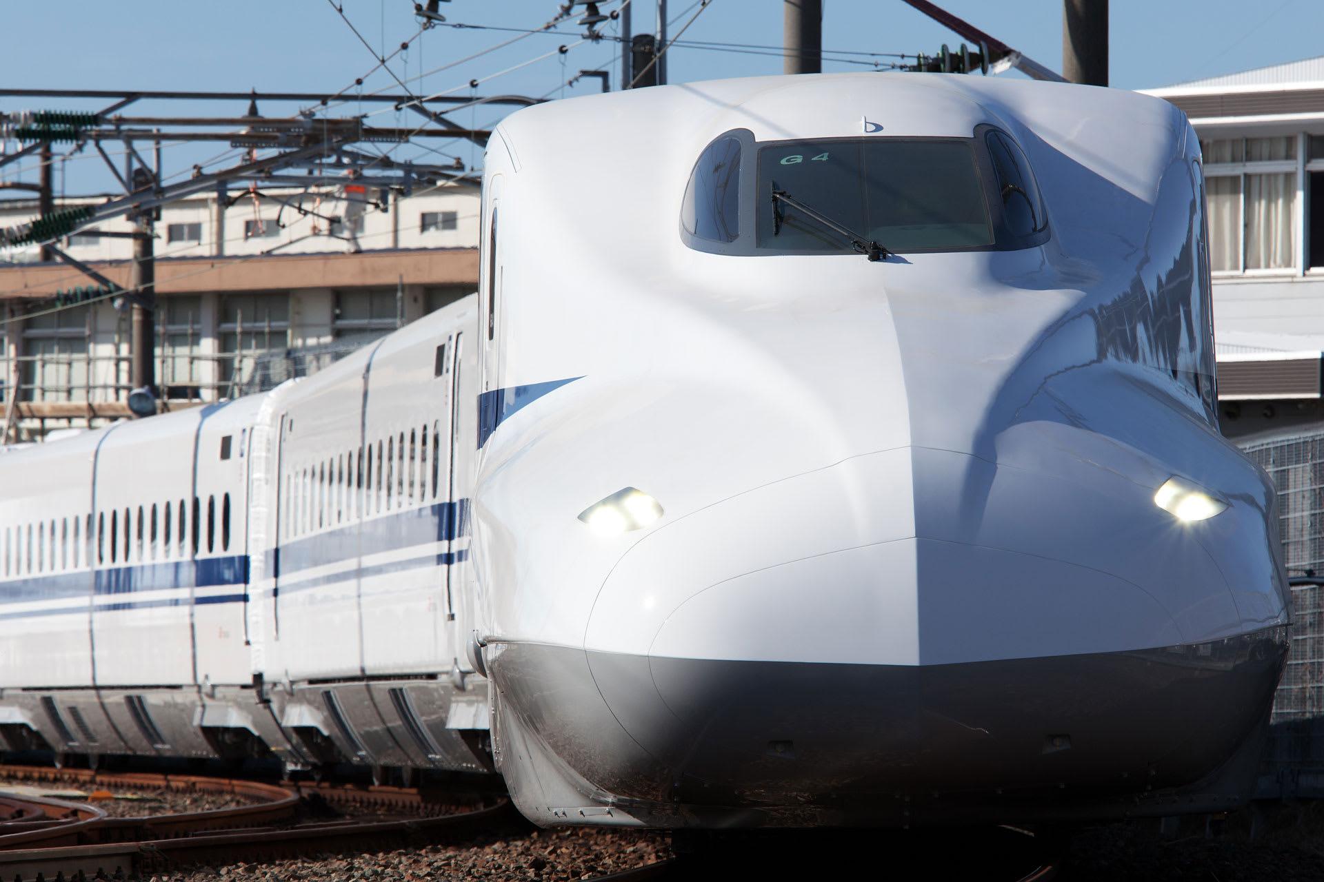 正面から撮った新幹線。