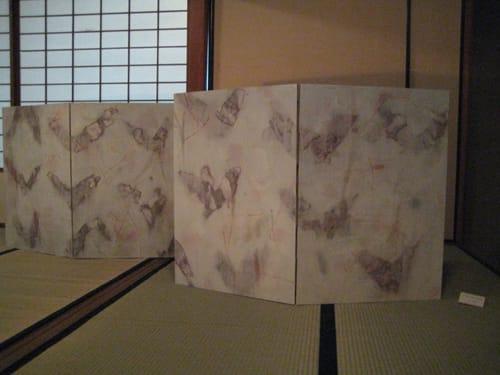 に用いた大作と、今村雅弘の抽象的とも蝶が舞う姿を捉えたとも言えるような屏風が印象に残りました。