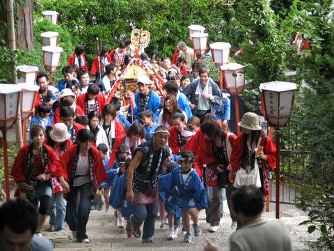湯泉神社の階段