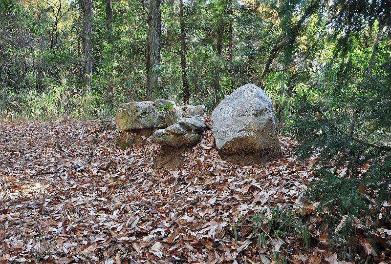 内馬場古墳群石材