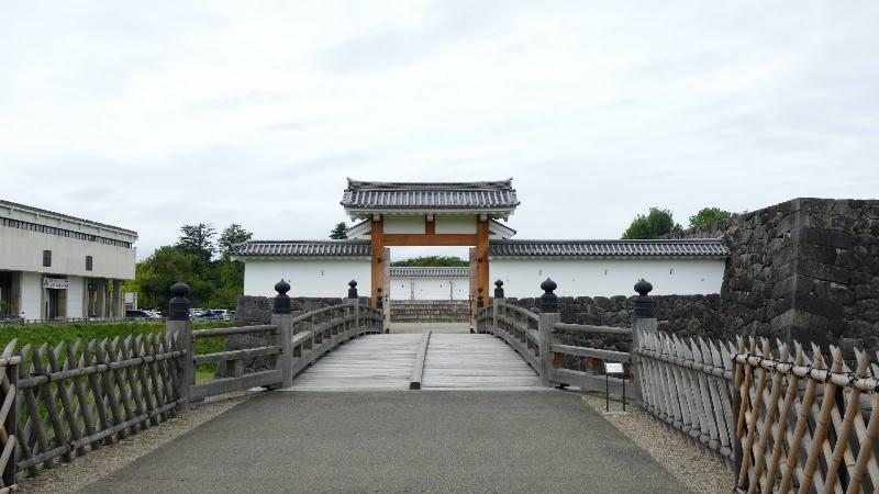 霞城本丸一文字門