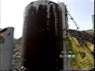 広島ホームテレビ平成17年8月6日放送「テレメンタリー2005「埋もれた警鐘」〜旧ユーゴ劣化ウラン弾被災地をゆく〜」野ざらしになっているボスニアの劣化ウラン弾の着弾地。