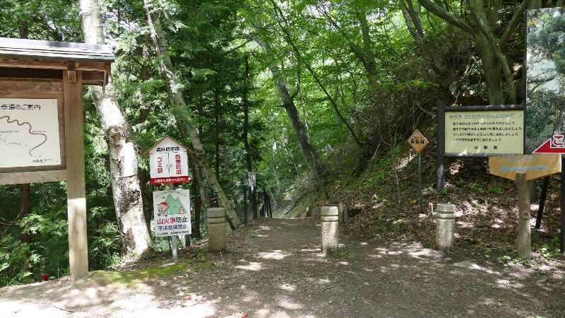 矢立の杉への入口