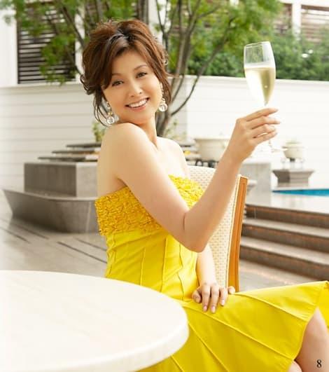 黄色のドレスを纏う藤原紀香