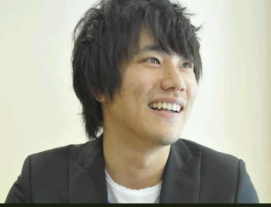 笑顔が素敵な松山ケンイチ。