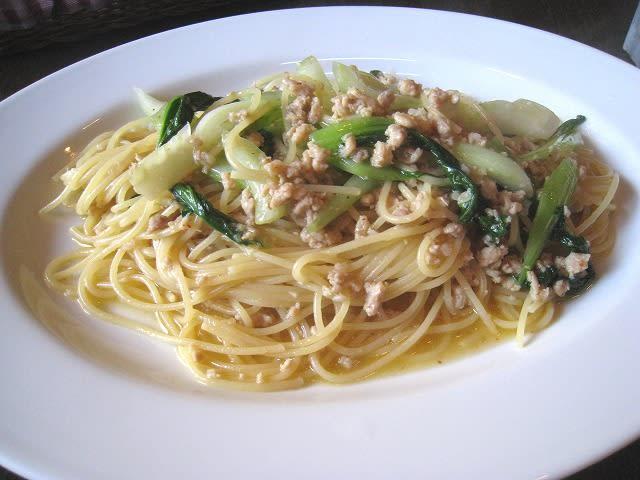 鶏肉とチンゲン菜の塩味スパゲティ