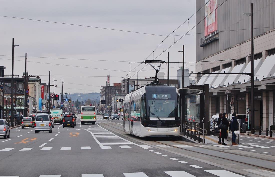 環状線セントラム・・・富山市市街地ドライブ - 立山日和。