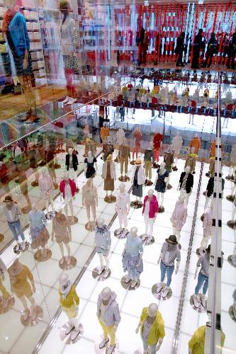 ユニクロ 銀座に最大店舗 - 享楽の楽園