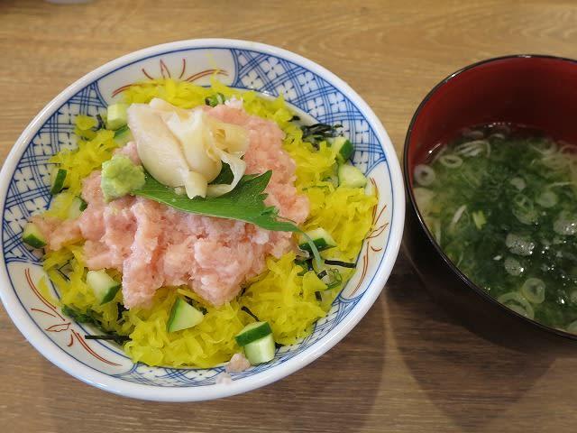 とろたく丼+味噌汁