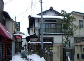 貸座敷「寿し元楼」はアトリエとして使用されている