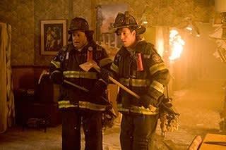 親友で対照的な2人の消防士 ...