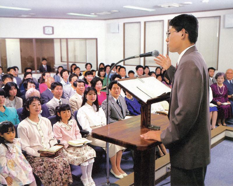 エホバの証人の服装の特徴。スカ...