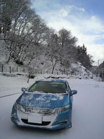 雪道を走行した直後のインサイト(ZE2)