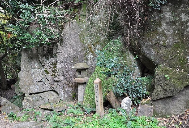 鳴川渓谷・清滝石仏群