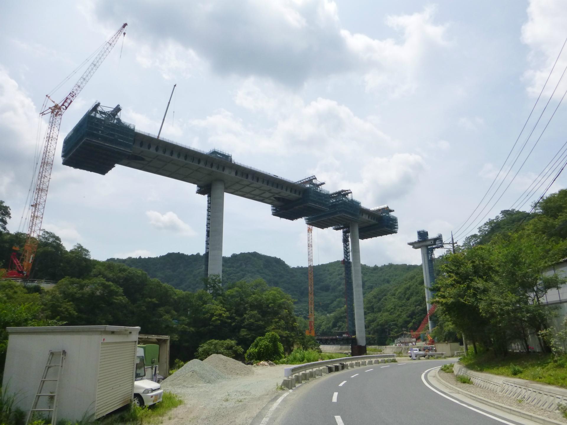 新名神の橋梁工事。道路が少し ... : 自転車道場 サドルバッグ : 自転車道