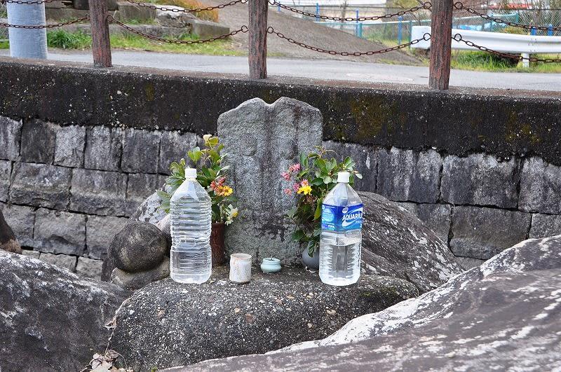 八嶋陵前古墳に祀られるお地蔵さん
