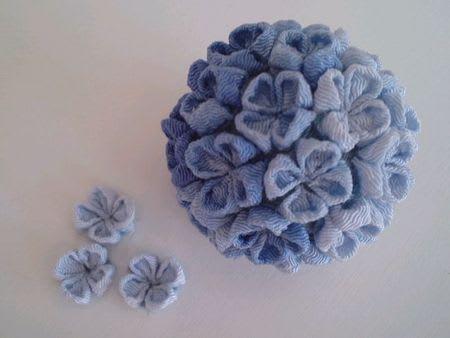 つまみ細工の紫陽花、一つ目は ...