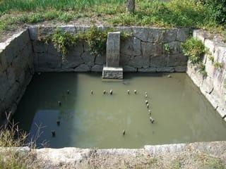 廉塾の養魚池(防火池)
