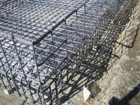 鉄筋が多い 立ち上がりは、それほど多くすることにはならないものです。 (構造計算を...  ◆L