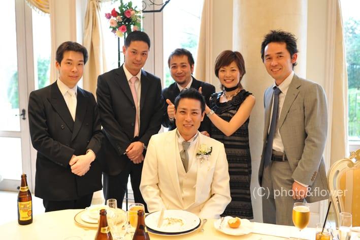 土曜日の早朝から友人の結婚式に出席するため、友人と午前6時に梅田で待ち合わせて、一路車で富山へ。途中、京都で別の友人を拾ったり北陸道の入口を見過ごして岐阜へ