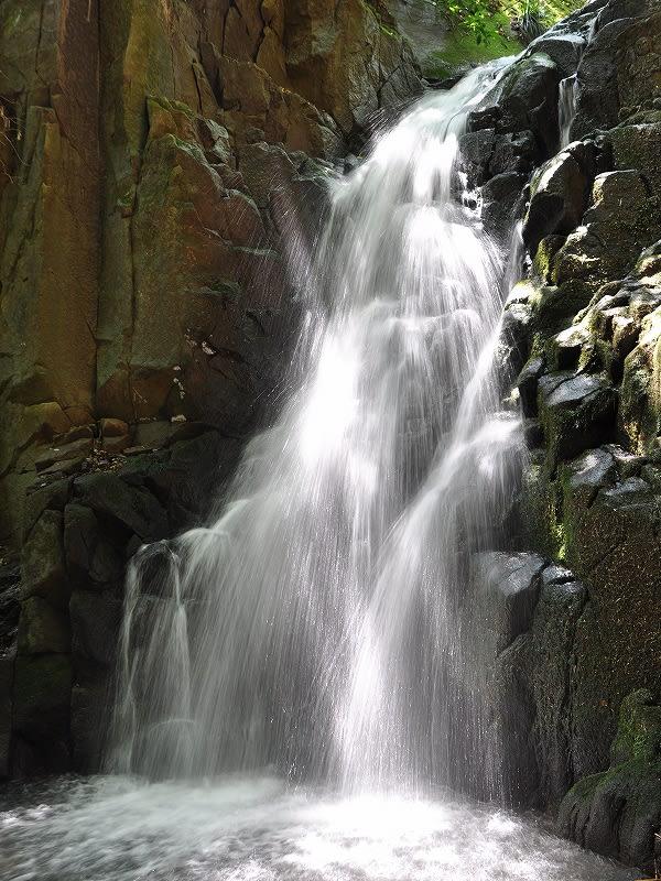 鎌倉の滝水流