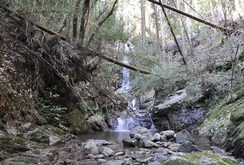 滝畑の滝前