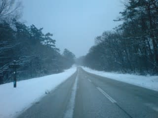 融雪道路も若干積雪あり。
