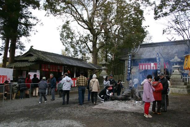 当日は様々な屋台が出店するほか、豪華景品が当たる恒例の大福引きやもちま... 井ノ口恵美須神社に