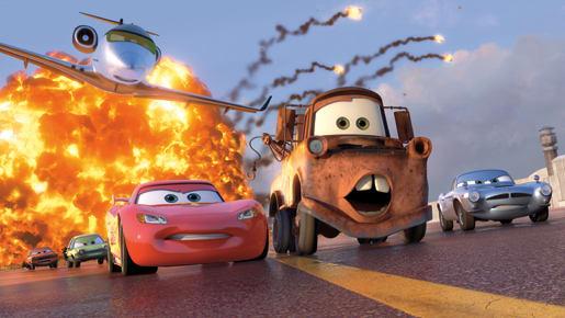 カーズ2で爆破から逃げるマックィーンとメーター