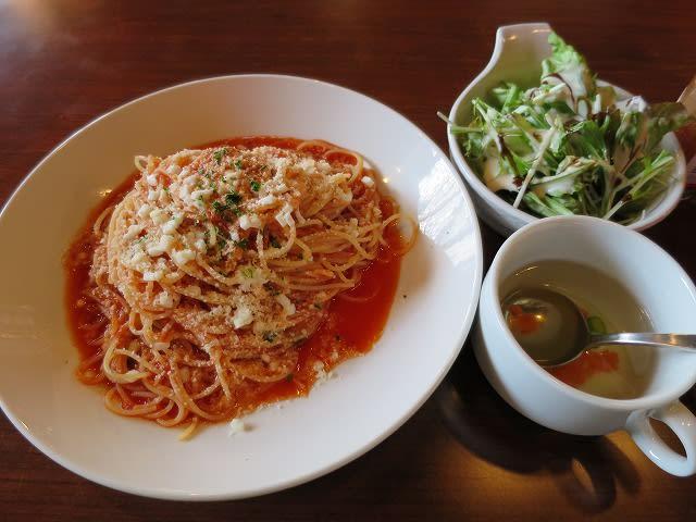 モッツァレラとバジルのトマトソース
