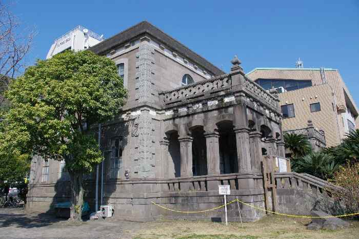 戦災で中が焼失しましたが、昭和26年、博物館として再建されました。