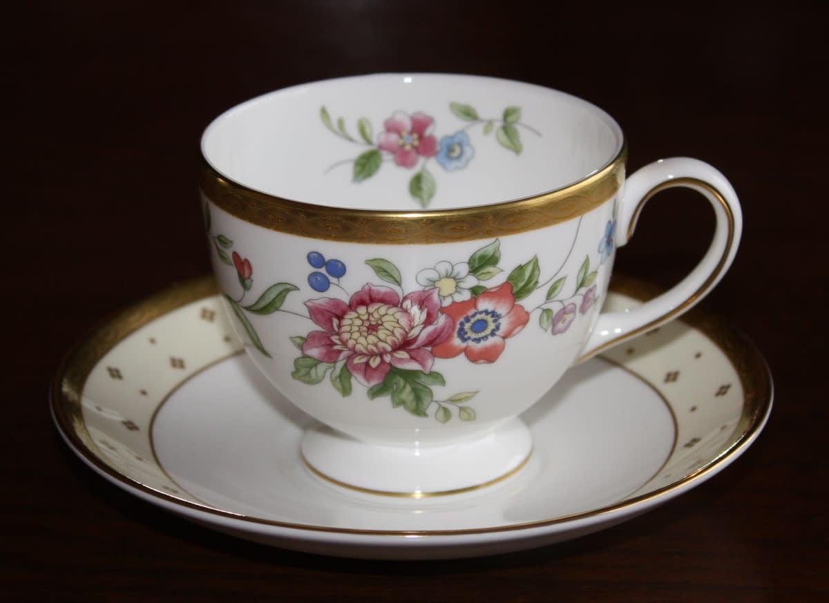 イギリスはウエッジウッド の グレース (Grace) と名付けられたシリーズのカップ&ソーサーです。