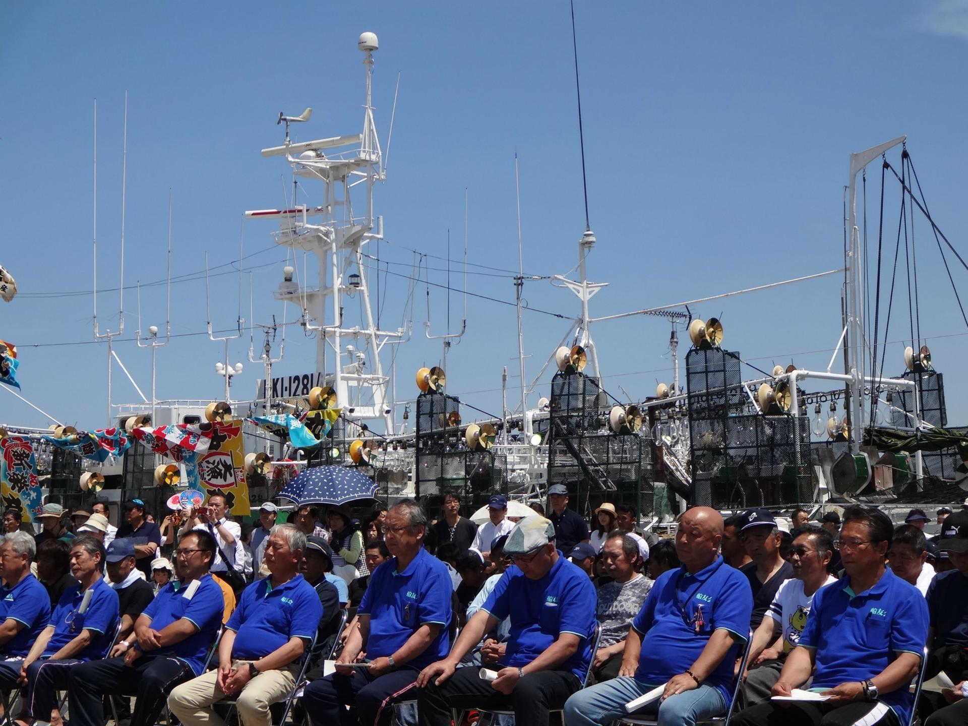 日本一のイカ釣り船団出航式
