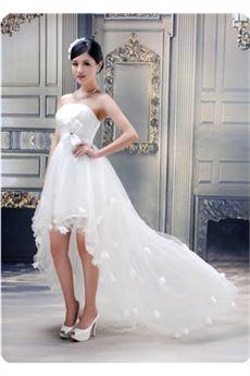 ところで、このようにハイ·ローウェディングドレス見事な夜会服ストラップレス花 が格別だね。この大きな特徴は前と後ろのドレスの長さが違いだね。後ろが 長いドレスが