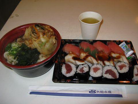 堺活魚流通センター寿司630円、掻揚げうどん420円