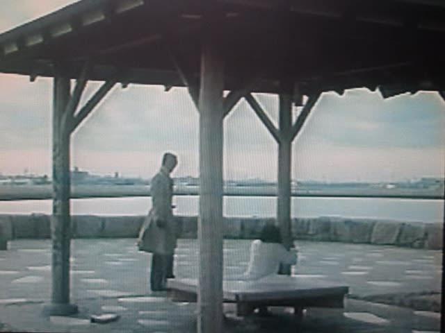 水沢有美さん演じる春江(?)が福崎和宏さん演じる外道の小宮と待ち合わせる海辺の公園ですね。ようや