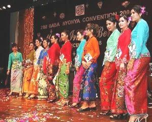 baba nyonya tradisional clothes Cheongsam tradisional banyak menggunakan bahan satin atau sutera yang bermotif khas beberapa motif yang umum dipakai untuk.