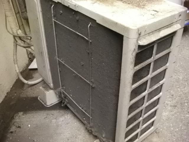 エアコン室外機は自分で掃除してお手入れ!電気代 …