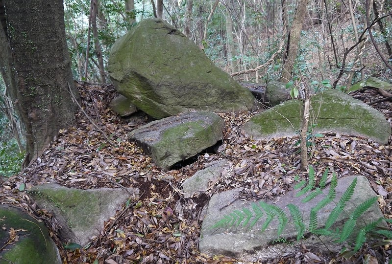 平等寺東古墳石材1