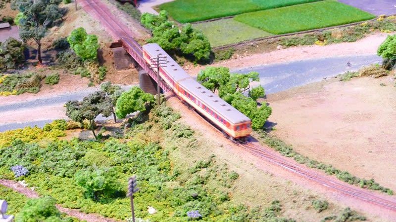 ジオラマを走る列車
