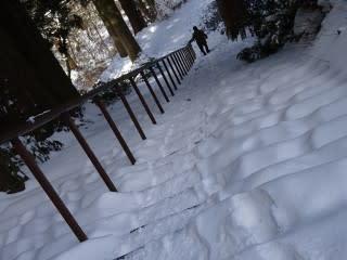 大山寺の階段。踏み固められているので注意。