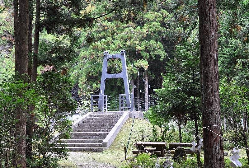 蟷螂の岩屋吊り橋