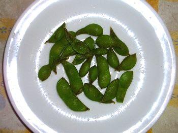 春蒔いた 枝豆黒ひかり を収穫し、茹で上げました。数が少なくちょっと寂... 枝豆黒ひかり 真夏