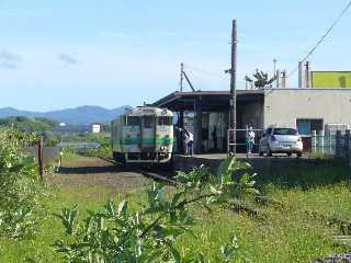 江差駅とキハ40