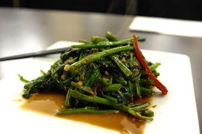 パックブンファイディーン(空芯菜の炒め物)のレ …