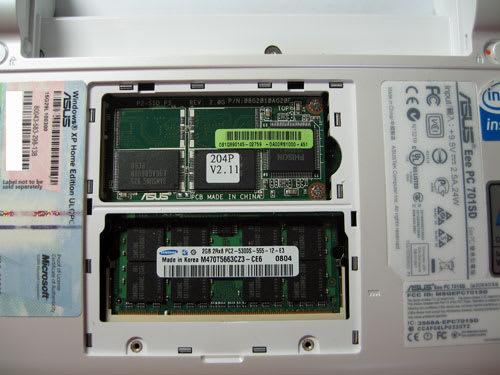 上段がSSD。メモリは下段に差し込む