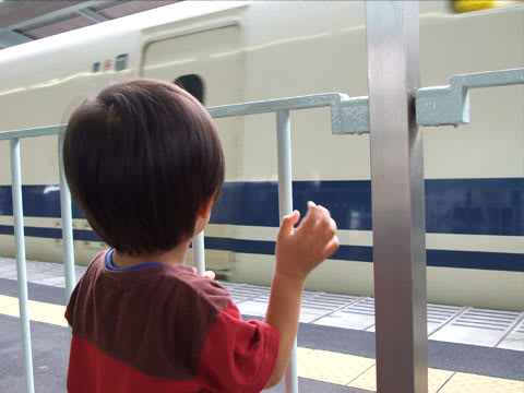 新幹線を見送る