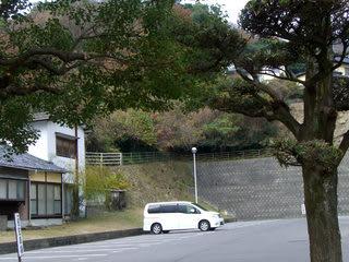 山口地方裁判所岩国支部の一般駐車場を望む(砂走刑場跡)